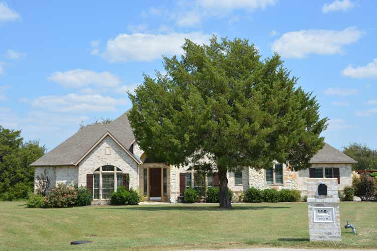 little elm black singles By analyzing information on thousands of single family homes for sale in little elm, texas and across the united states, we calculate home values (zestimates) and the zillow home value price index for little elm proper, its neighborhoods and surrounding areas.